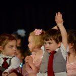 Pourquoi la chanson et la danse sont essentielles au développement des enfants ?