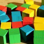 Les blocs en bois naturel : des jouets aux multiples avantages