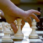 Pourquoi apprendre son enfant à jouer aux échecs ?